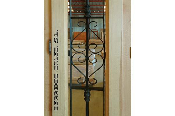 1 8 3 puerta mod provenzal con fijo forja derribos sales for Medidas de puertas de madera