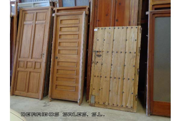 Puertas de entrada derribos sales for Puertas de entrada de madera precios