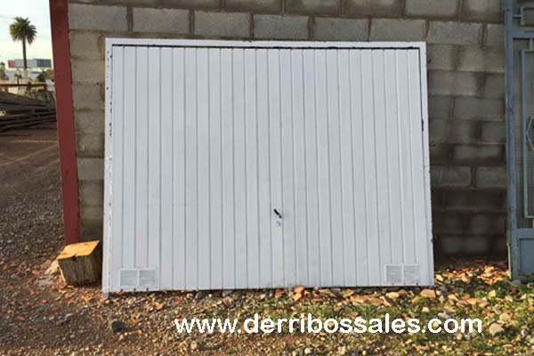 Puertas met licas derribos sales - Puerta garaje abatible ...