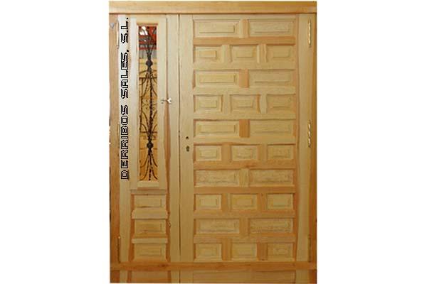 puerta castellana, maciza, de calle. Con fijo lateral