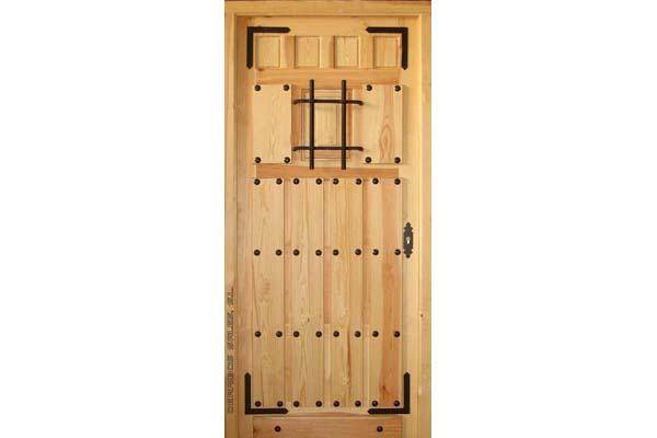 puerta de madera maciza para calle con reja. Modelo 103