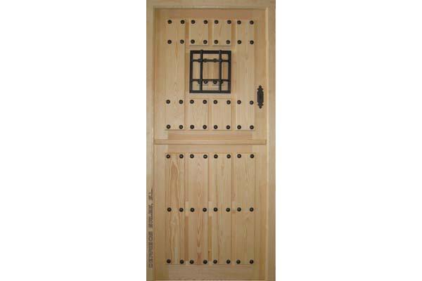 puerta partida con reja y ventanillo, de madera maciza