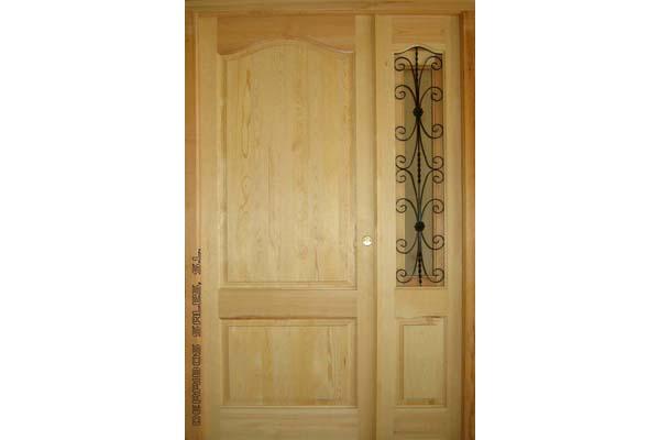 puerta provenzal con fijo y reja. Madera para exterior