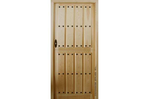 puerta de madera de pino.