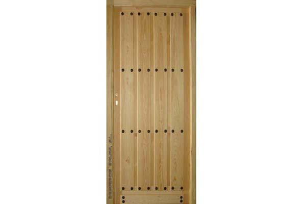 puerta de pino de exterior