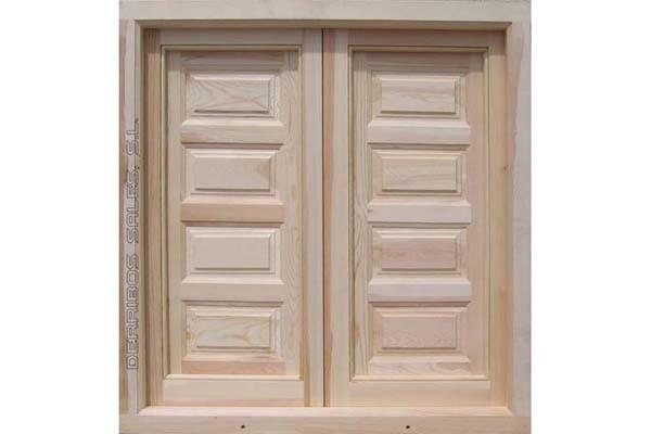 ventana de madera maciza con contraventanas interiores