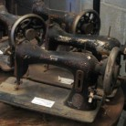 maquinas de coser antiguas y sus patas de hierro