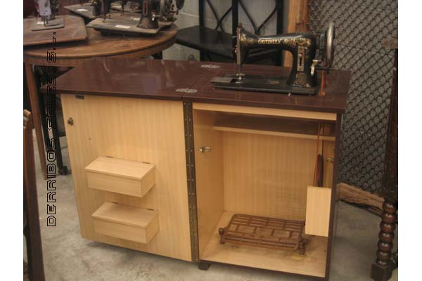 antiguedades-maquina-coser-mueble