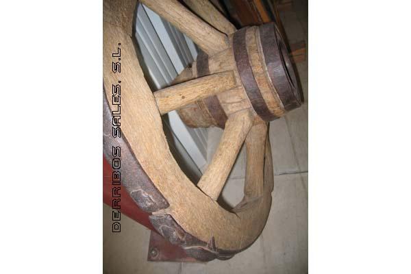 antiguedades-ruedas-carro-cañon-detalle
