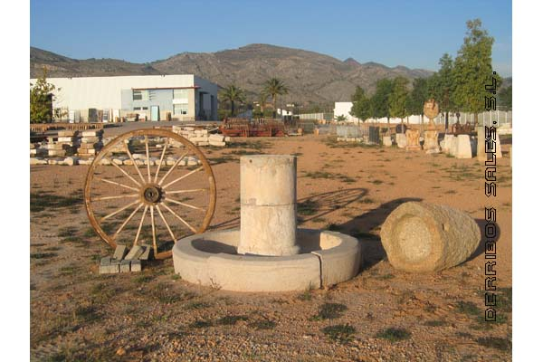 fuente de piedra antigua