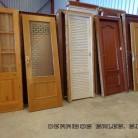 puertas recuperadas de casa antiguas y otras mas modernas