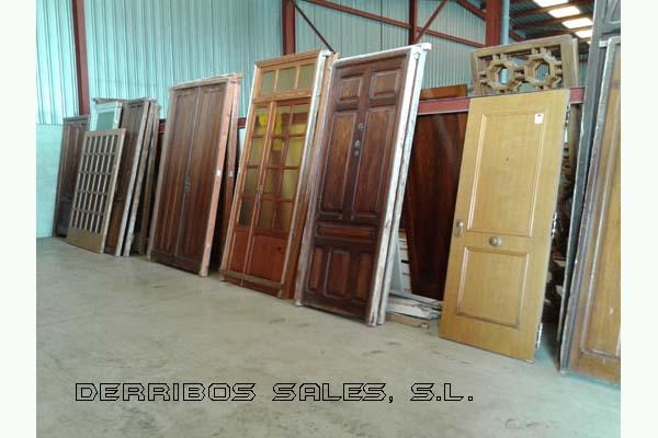 Puertas de entrada derribos sales for Puertas usadas de madera