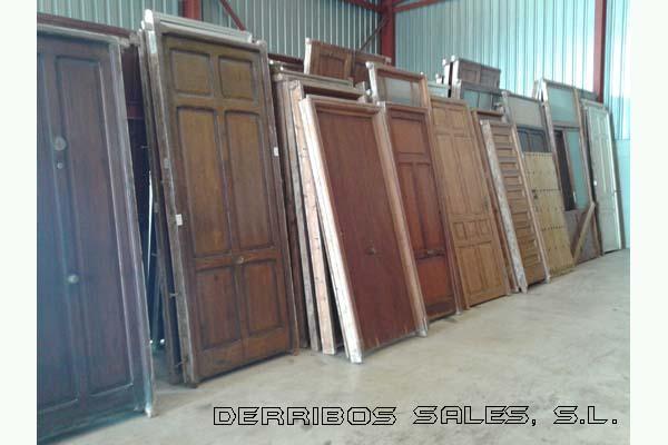 Puertas de entrada derribos sales for Madera para tejados de segunda mano