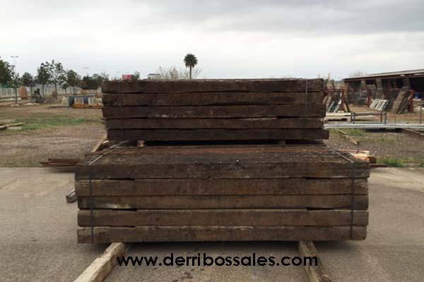 vigas de madera recuperadas de tren