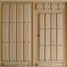 Puertas de calle, para garaje. Puertas de madera maciza, de 4,5 cm. de grosor de hoja, en grandes dimensiones. Se realizan por encargo.