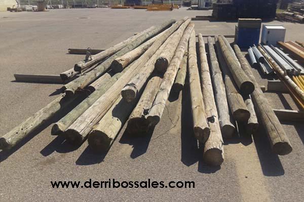 Postes redondos de madera. Medidas: desde 4 hasta 9 m. de longitud.