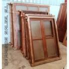 ventanas de madera antiguas y grandes