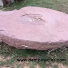 Antiguo molino de piedra de rodeno. El molino está compuesto por 2 piedras de rodeno, de las siguientes dimensiones: Piedra Circular: 210 cm. de diámetro. Piedra Cónica: 1 m. de diámetro y 90 cm. de altura. Entre las dos alcanzan un peso aproximado de unos 1.500 Kgs.