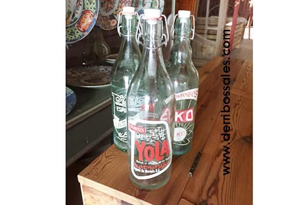 Botellas antiguas de sifones y gaseosas.