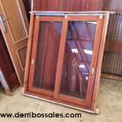 Ventana corredera de madera maciza. Las dimensiones de esta ventana de madera corredera son: 120 x 105 cm.