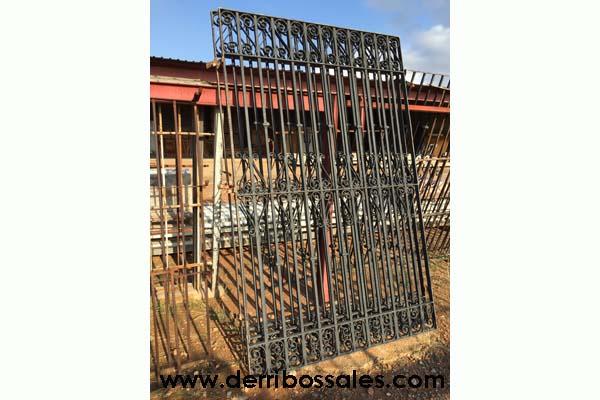Rejas de hierro recuperadas. Estas rejas de hierro tienen: 234 x 147 cm. Se venden por separado.