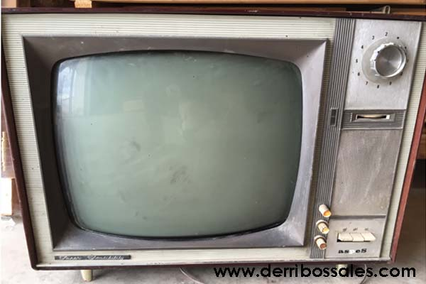 Televisor antiguo. Ideal para decoración y tematización.