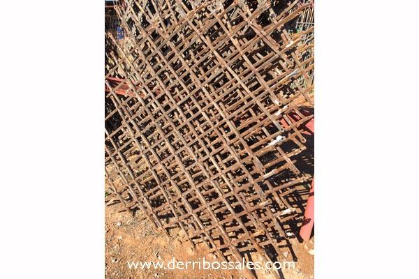 Rejas de hierro pasado. Este tipo de rejas están disponibles en variedad de medidas. Consúltenos.