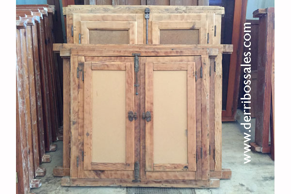Ventanas de madera con postigo o contraventanas interiores. Ventanas recuperadas en perfecto estado.