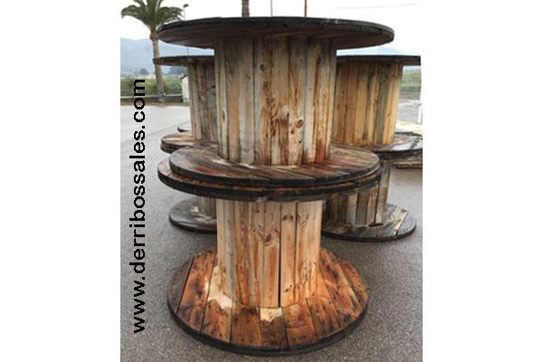 Bobinas de madera. Ideales como mesas tanto de interior como de exterior.