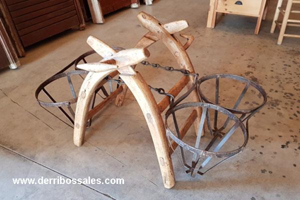 Antiguas Agüeras de burro. Son fantásticas para decoración o como maceteros.