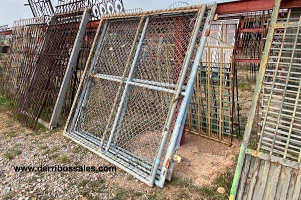 Puerta de malla de 200 x 190 cm.