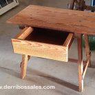 Mesa tocinera de madera. Medidas; 45 x 73 x 60 cm.