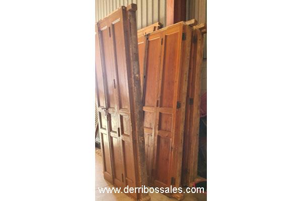 Balconeras de madera de mobila. Estas puertas llevan cristal y contraventanas de madera. Balconeras recuperadas. Medidas: 250 x 120 cm. y 250 x 100 cm.