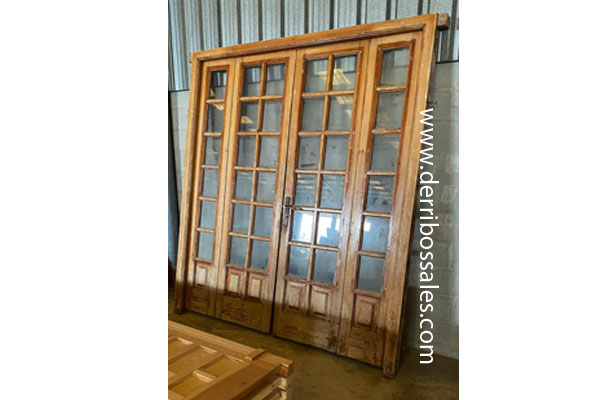 Puerta doble de calle, ideal para salida a terraza. Puerta de madera de mobila y cristal. Medidas: 240x200 cm.