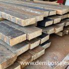 Vigas de madera laminada. Medidas: 30 x 11 x 600 cm.
