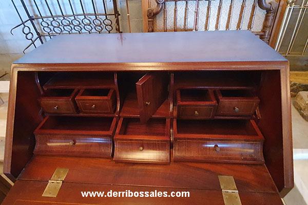 Maravilloso escritorio o Buró. Medidas: 100 x 75 x 55 cm