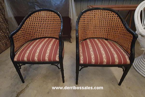 Pareja de sillas tapizadas.
